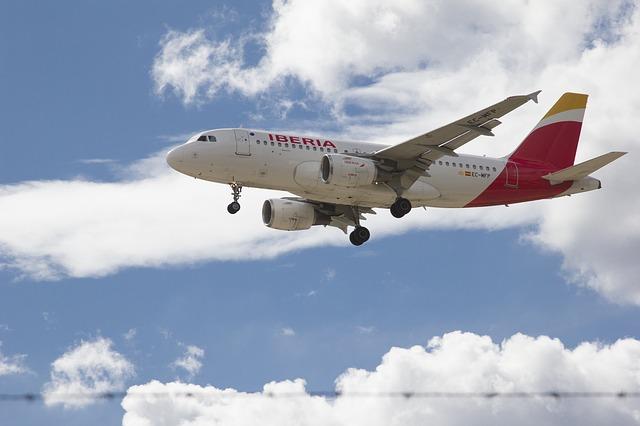 aircraft-3467421_640